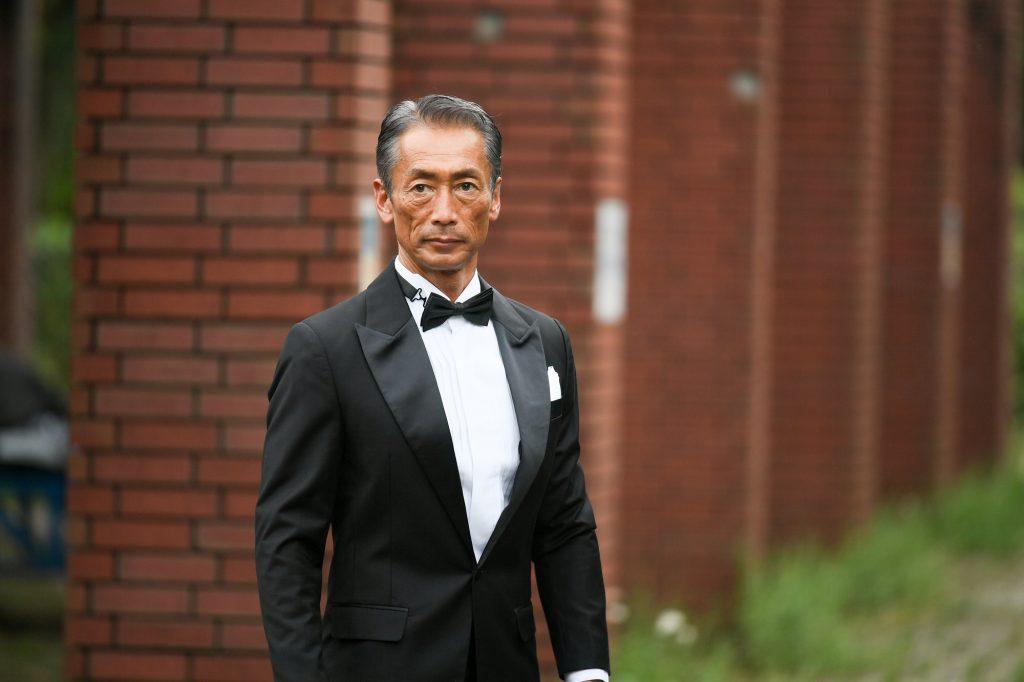 男性 ブラックスーツ